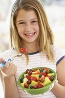 girl health eating.s200x20021 Reasons Why Children Should Avoid Fad Diets