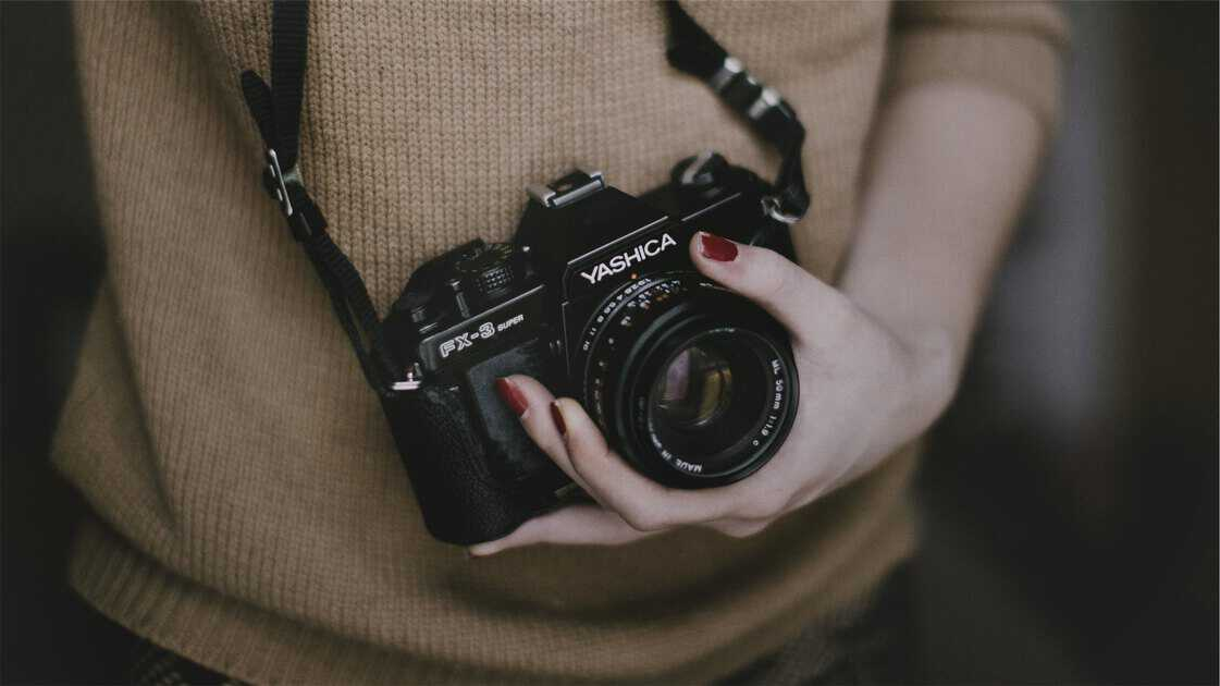 camera girl raw_mini