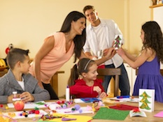 parents children christmas activity Young Children during the Holidays: How to Find Some Quality Time