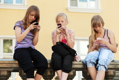 shutterstock 196601435 mini How to Get Teens to Tune Out of Social Media and Tune Into Summer